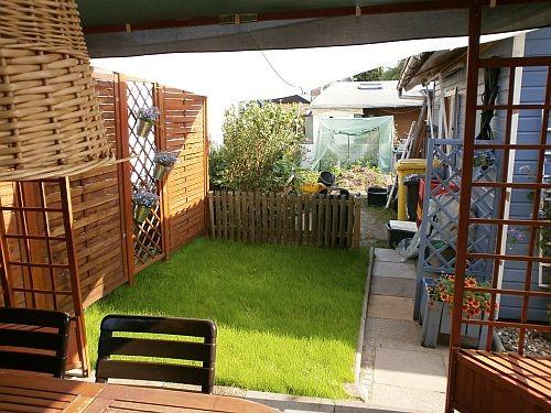 Blick aus dem Pavillon auf den neuen Rasenbereich