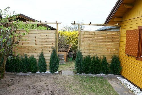 Zwischenzeitlich war der hintere Gartenbereich durch Sichtschutzwände abgetrennt