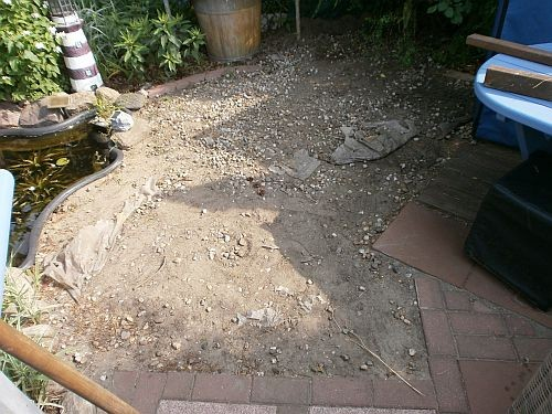 Daher musste die bekieselte Fläche zuerst vollständig geräumt werden
