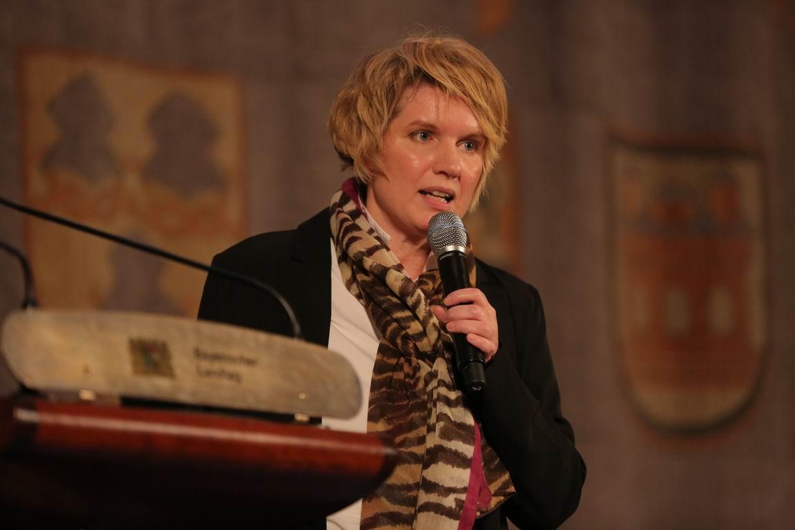 21strategies' CEO Prof. Yvonne Hofstetter gave keynote at Handelsblatt KI Summit 2021