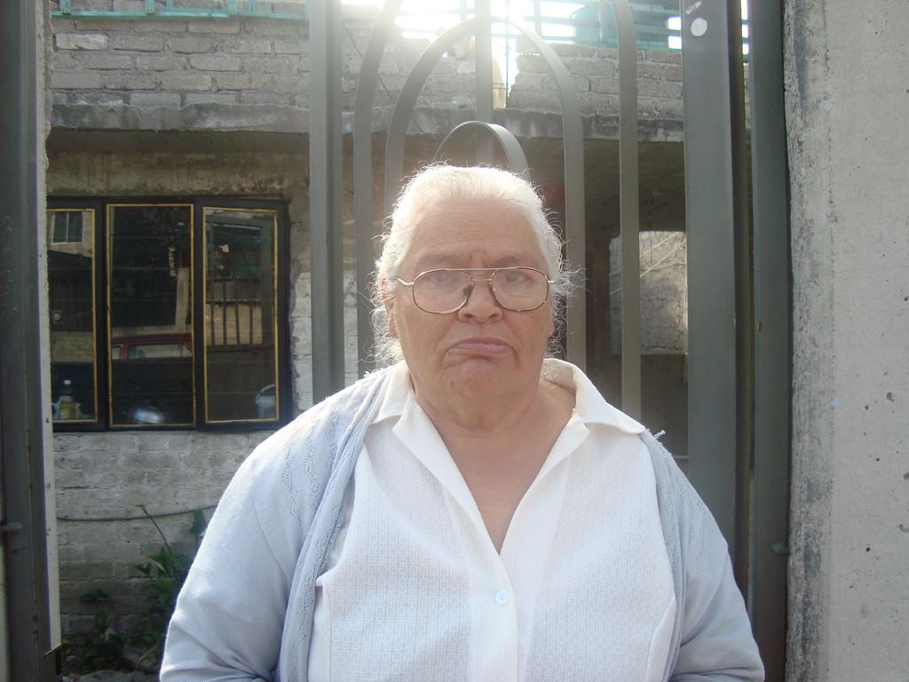 Sra. Rosa María, gracias a las amigas de Condado de Sayavedra,