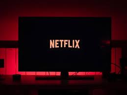 TV avec NETFLIX, YOUTUBE dans le salon et dans la chambre