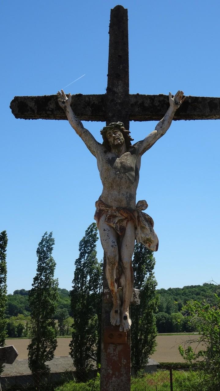 Une croix dans le cimetière de Lichos