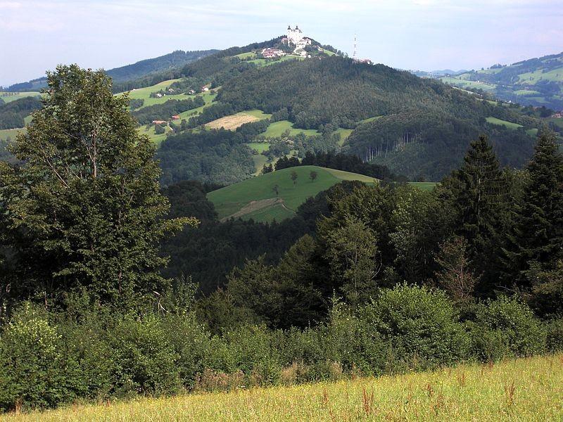 Basilika Sonntagberg vom Höhenrücken bei St. Georgen