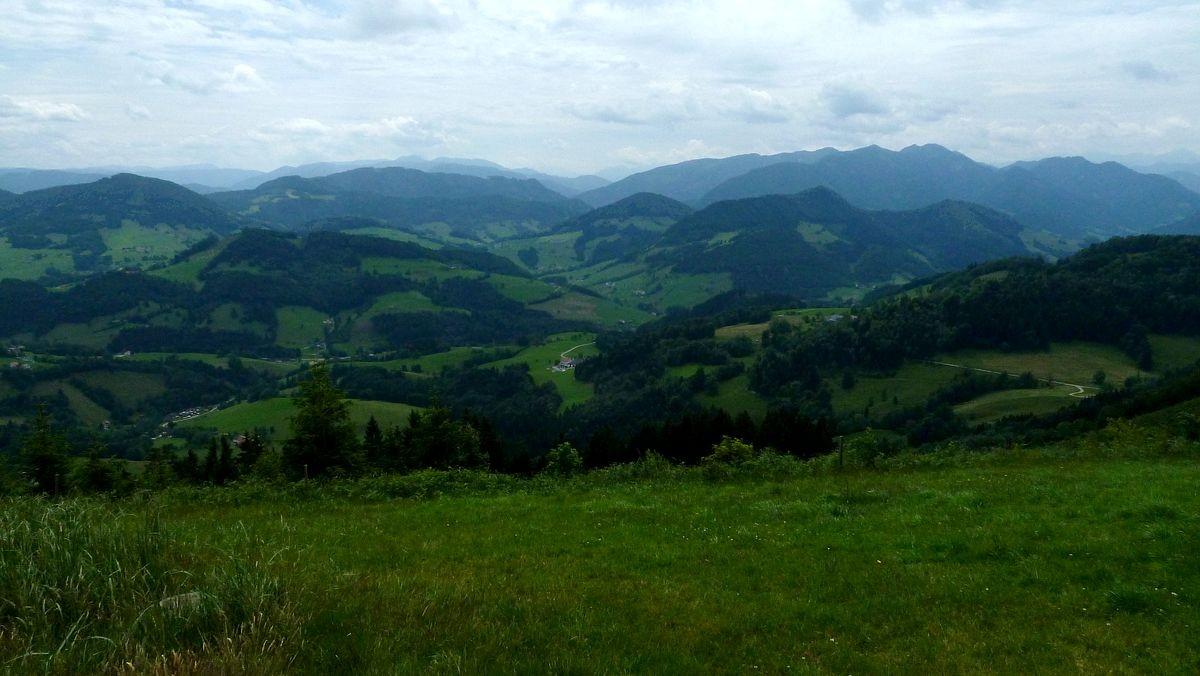 Neustiftgraben und Ennstaler Alpen im Süden vom Rücken des Glasenbergs