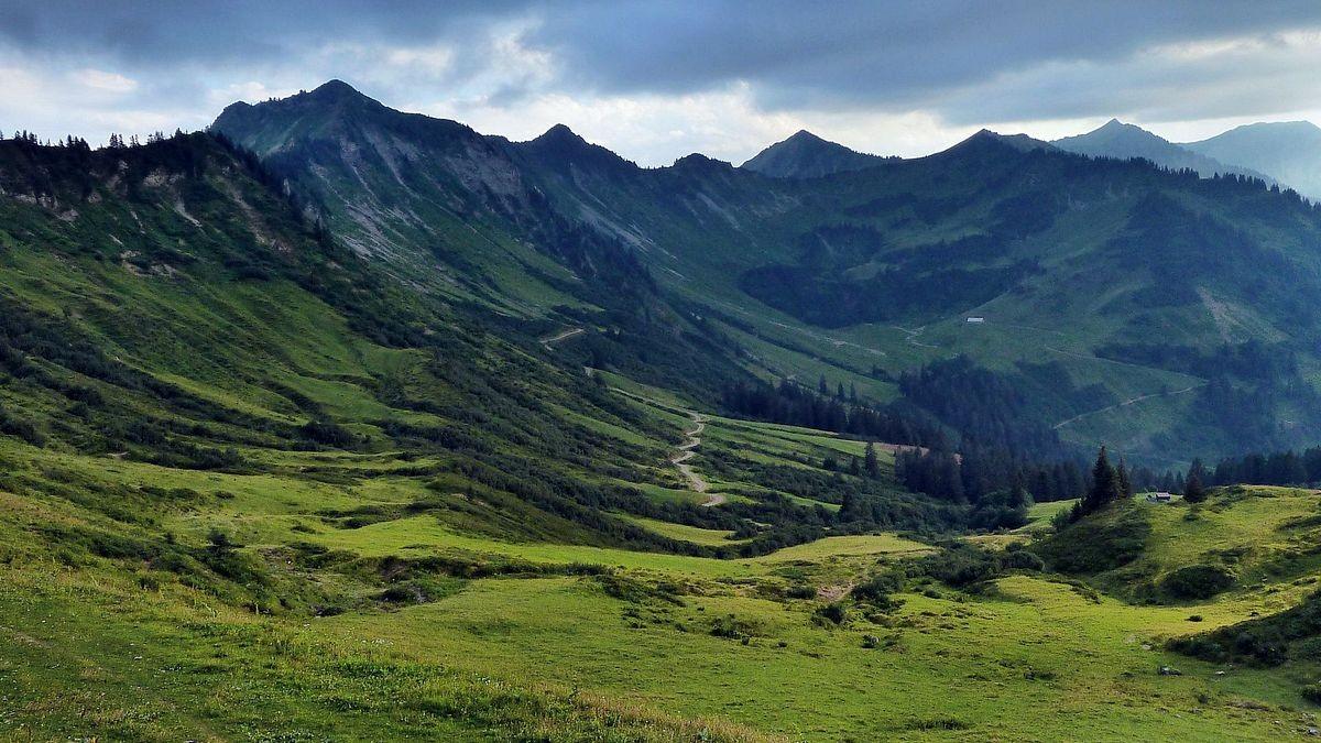 Furkajoch - Blick auf das oberste Laternser Tal mit Löffelspitz, Mutabella, Gehrenspitz und Melckgrat