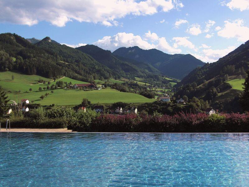 Schönber Blick vom Freibad auf die westl. Bergumrahmung von Großraming