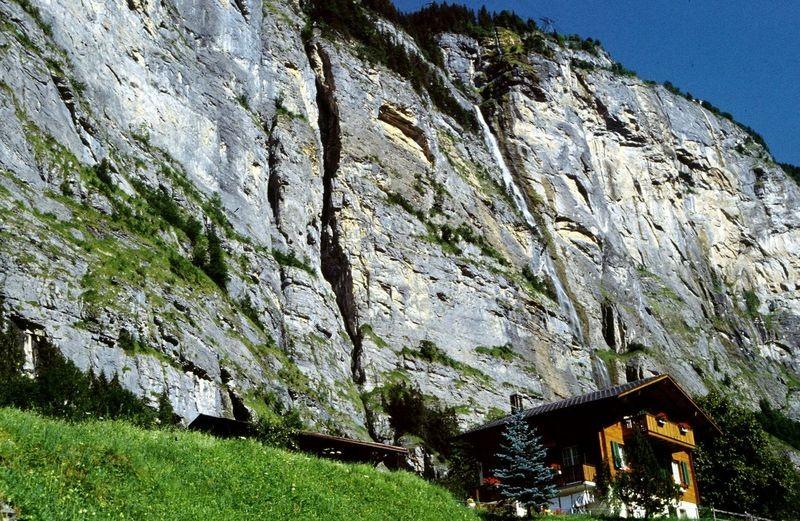 Bei der Talstation der Schilthornbahn vor Stechelberg