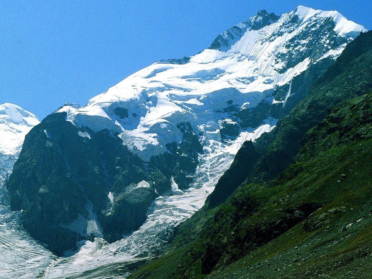 Foto von 1981: Lawine in der Nordostwand des 4049 m hohen Piz Bernina