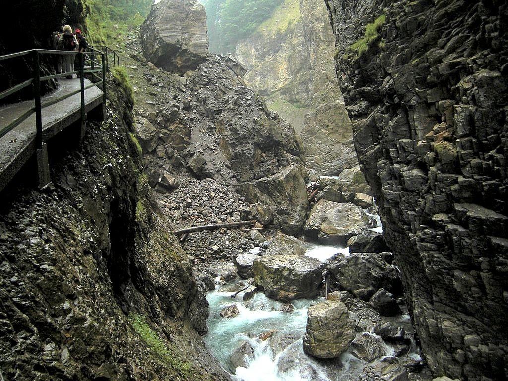 Am 23.03.1996 brach sich die Breitach schlagartig den Weg durch den vom Bergsturz geschaffenen Damm, hinter dem sich ein See von 200 m Länge angestaut hatte.