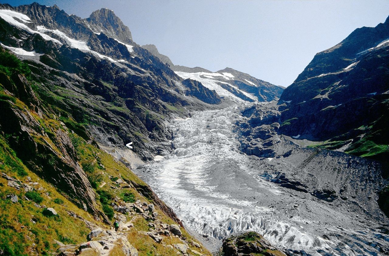 Das untere Eismeer. Der Pfeil zeigt die Lage von Rots Gufer an.