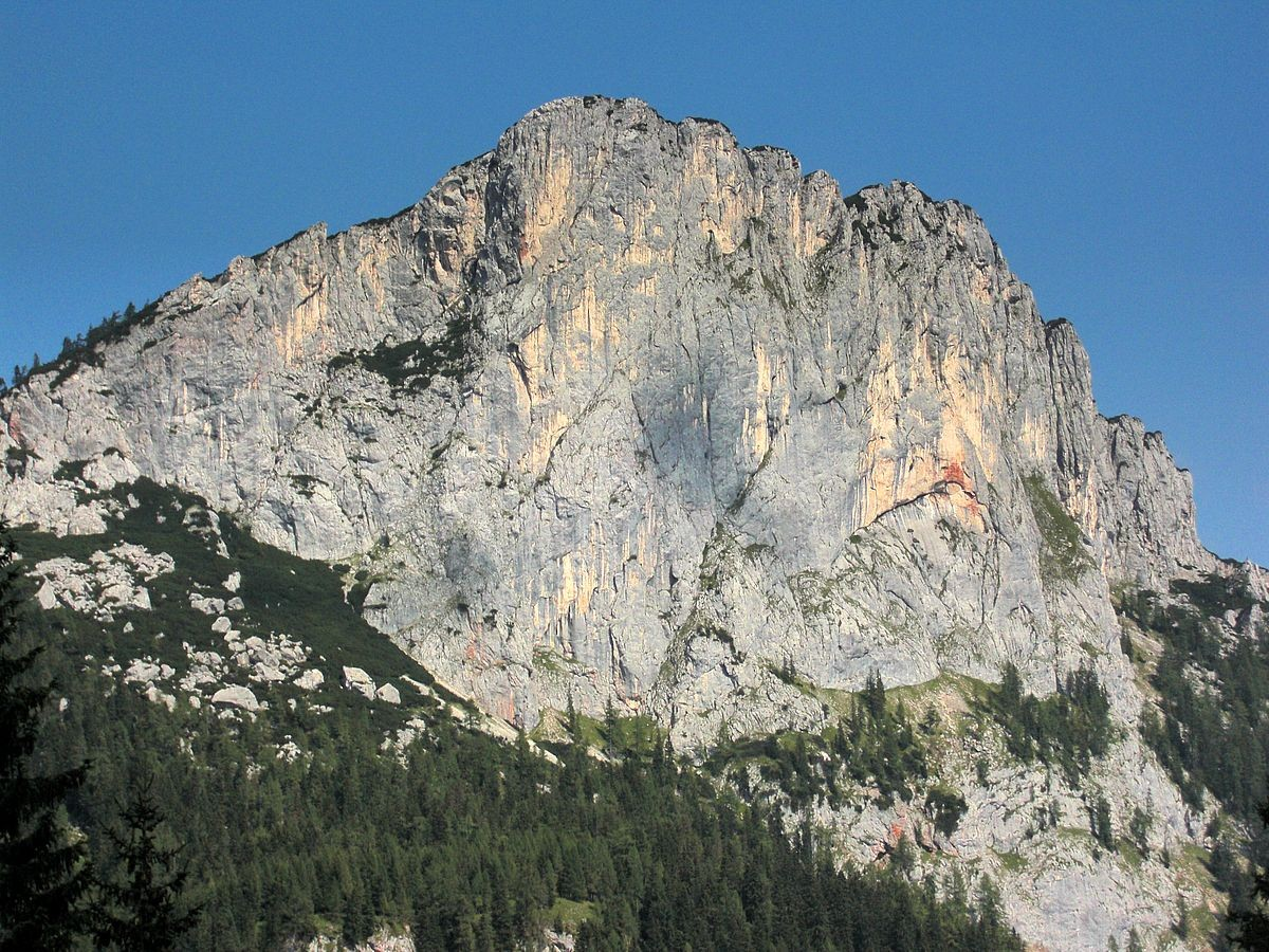 Die Felswand des Stubwieswipfel