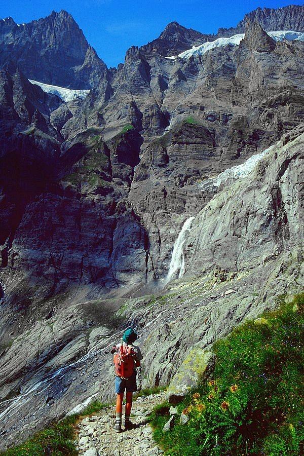 Das Tosen der aus dem Gletscher kommenden und die Felsen hinunter springenden Kander hörte sich zeitweise wie das Dröhnen eines Düsentriebwerks an.