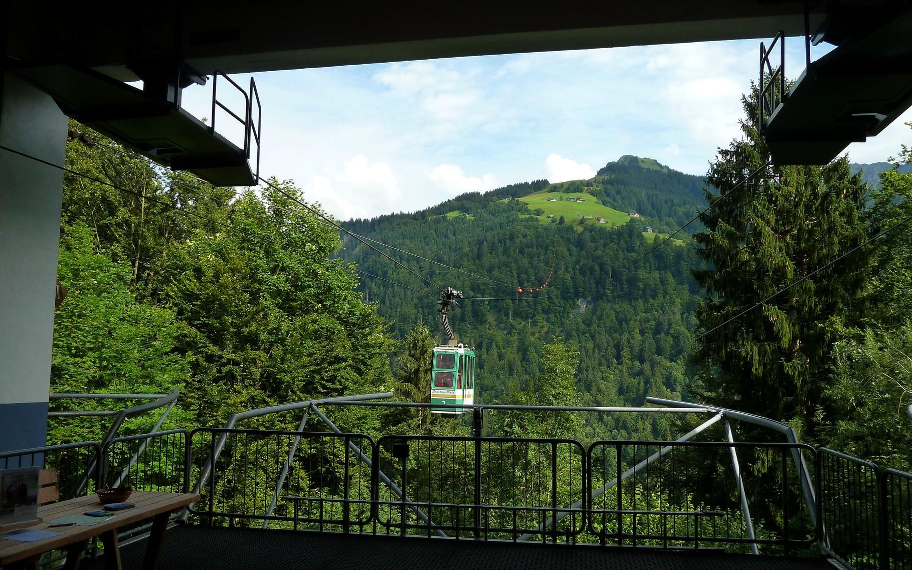 Seilbahn Sonntag-Stein: Blick zum Wandergebiet