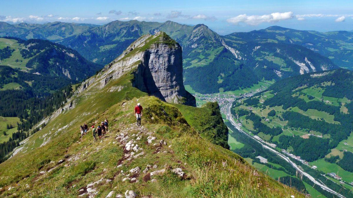 Aufstieg vom Hählesattel auf die Holenke mit herrlichen Tief- und Fernblicken.