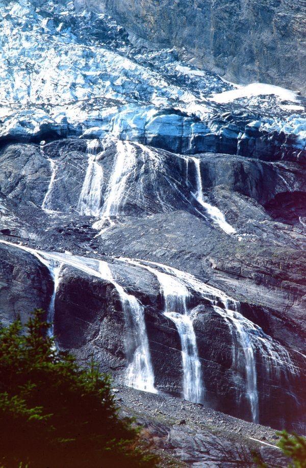 Foto von 1992: Die Wasserfälle unterhalb des Abbruchs des Balmhorngletschers