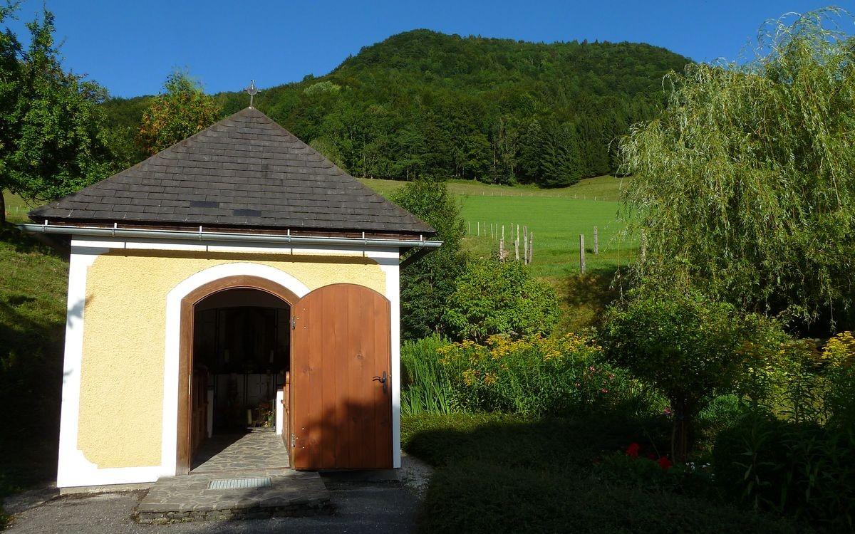 Kapelle beim Gschwendtbauer mit kleinem Parkplatz an der Straße nach Brunnbach als Ausgangspunkt