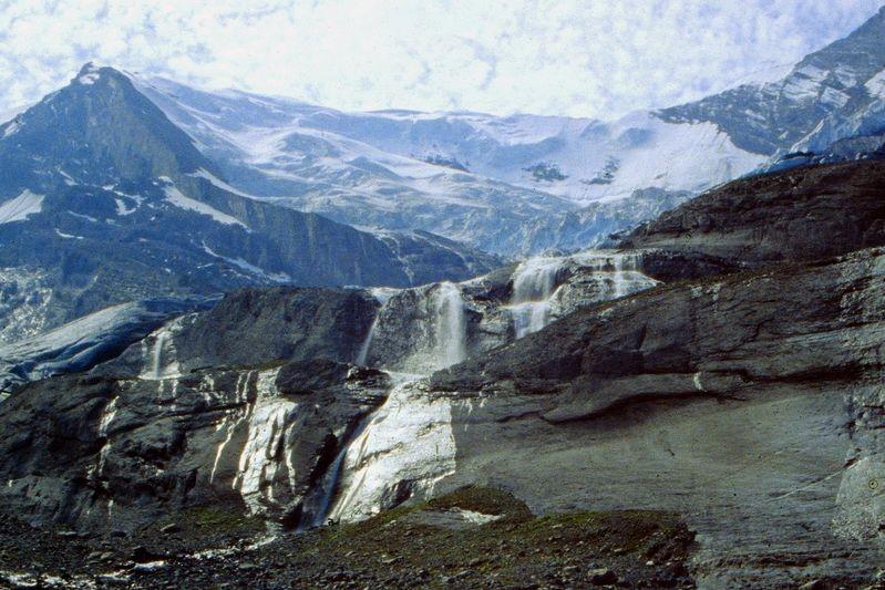 Foto von 1992: Wasserfälle unter der Balmhorn-Nordwand und dem Balmhorngletsher