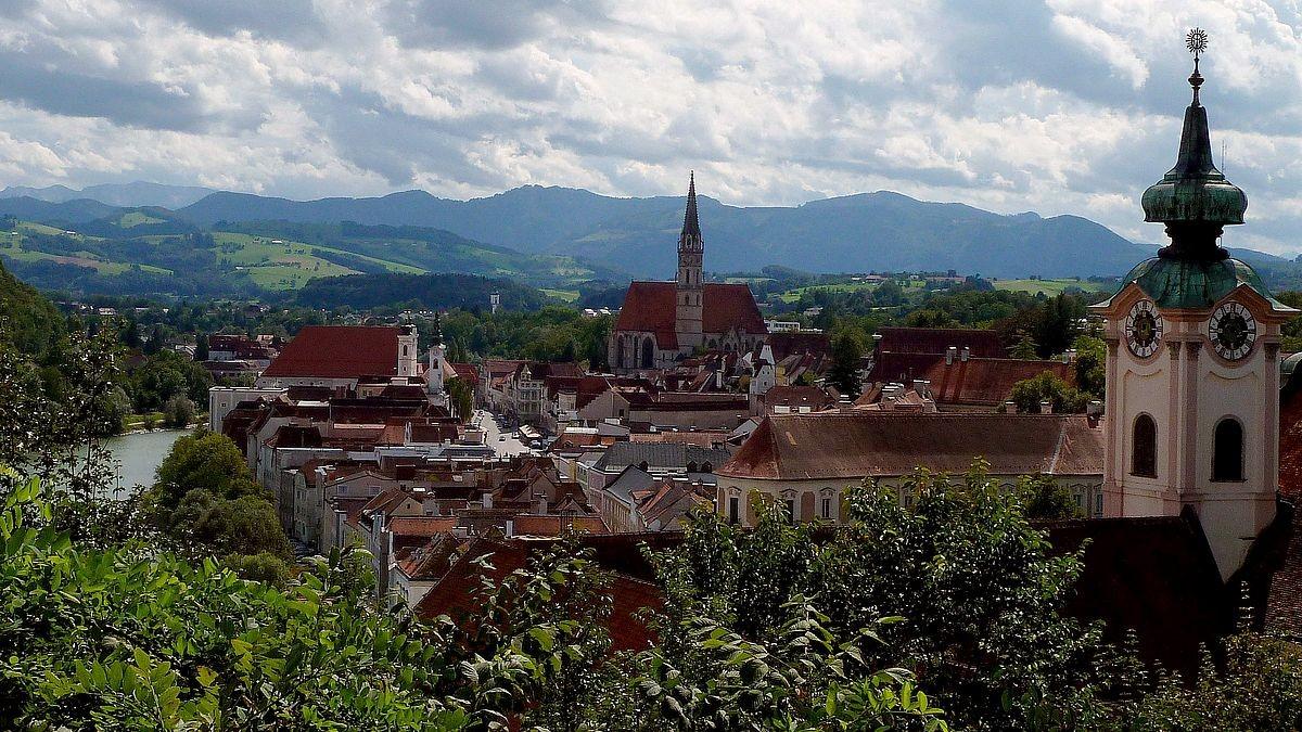 Blick vom Michaelerberg auf Steyr und die Alpen
