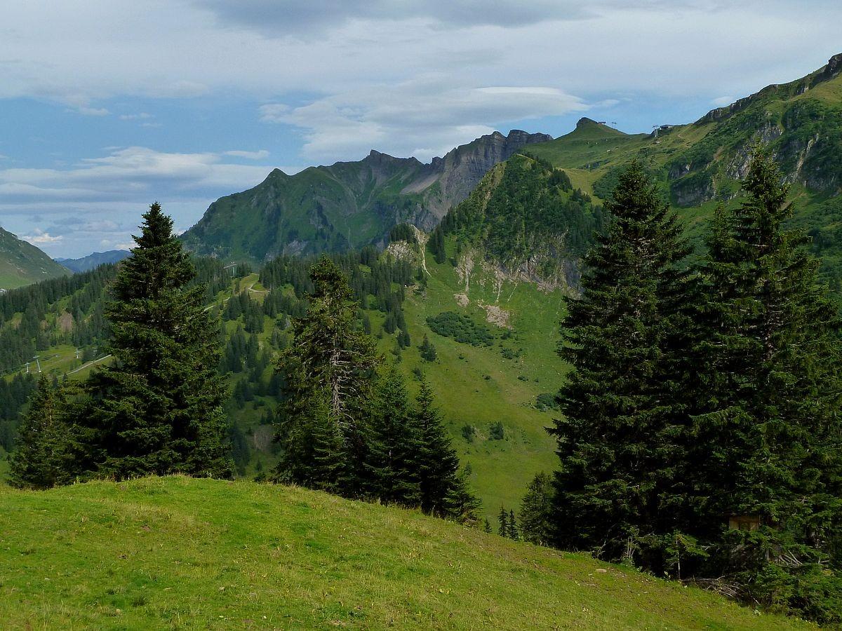 Blick zum Damülser Kamm von der Klipperen bis zur Damülser Mittagspitze.