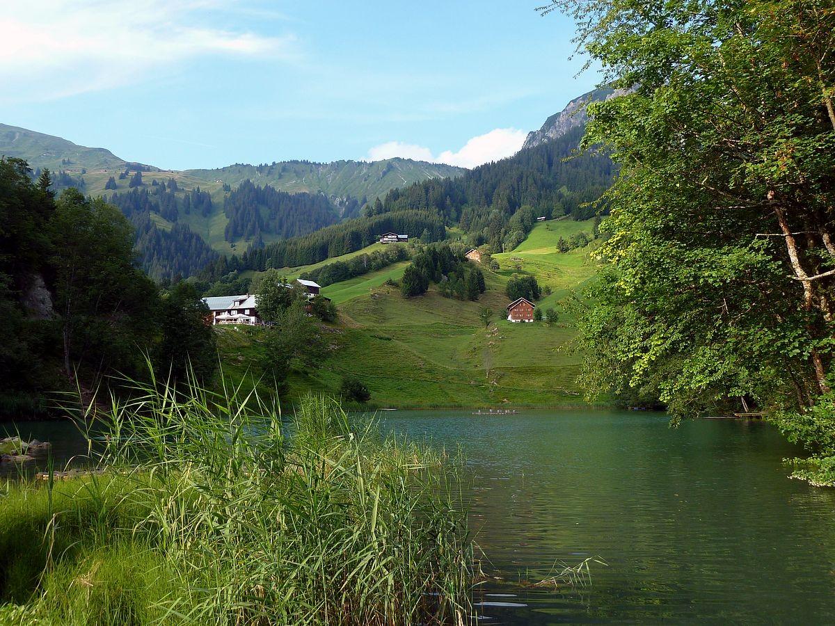 Seewaldsee gegen das Gebiet oberhalb der Riedbodenalpe im Nordosten