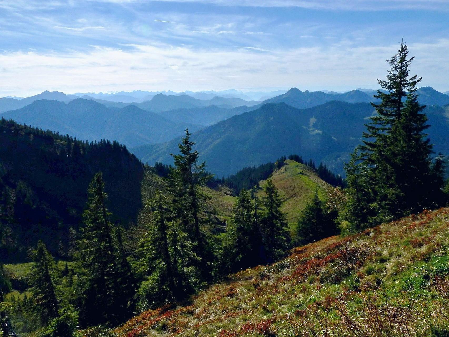 Karwendel, Wettersteingebirge, Schlierseer und Tegernseer Berge vom Weg Taubensteinbahn-Bergstation - Rotwandhaus
