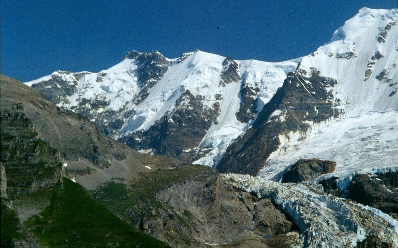 Das Rottal mit dem Rottalgletscher und der Ebnefluh (rechts)