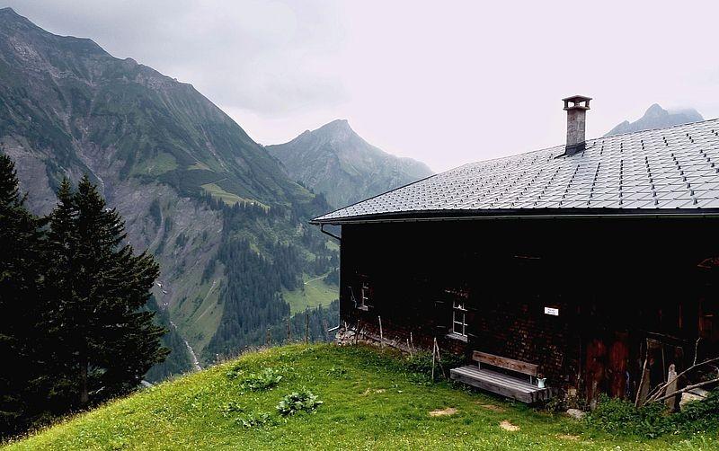 Die Älpele Alp mit Hochberg, Rothorn und Hochkünzelspitze