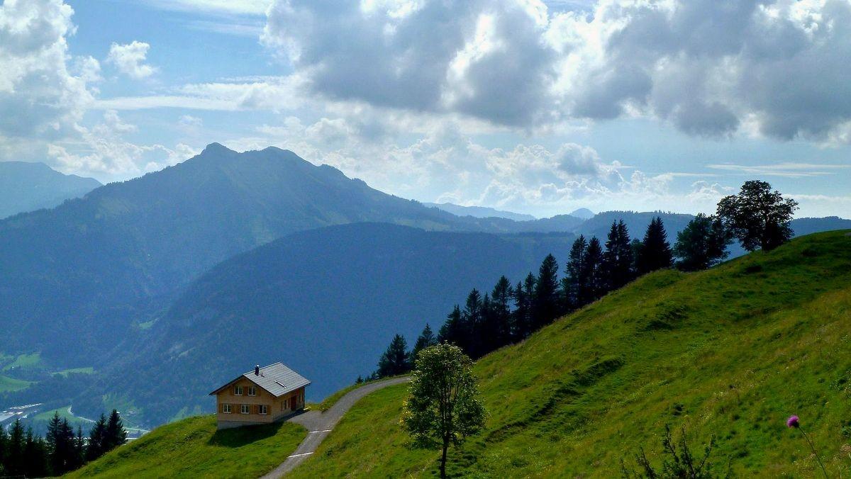 Hangspitze im Mörzelkamm von Sonderdach aus. Rechts der Bildmitte hinten die Hohe Kugel.