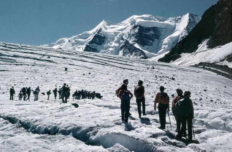 Rast auf dem Gletscher vor der Isla Persa. Hinten der Piz Palü