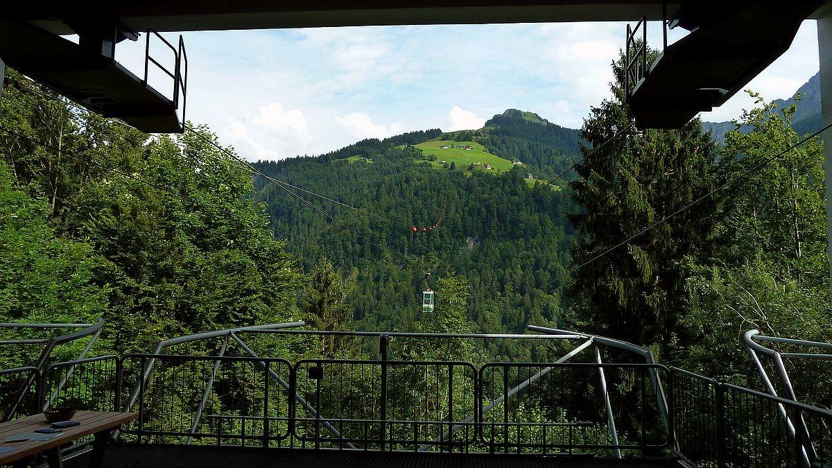 Talstation der Seilbahn Sonntag-Stein in Sonntag mit Blick zur Glattmahd (auch Glattmar)