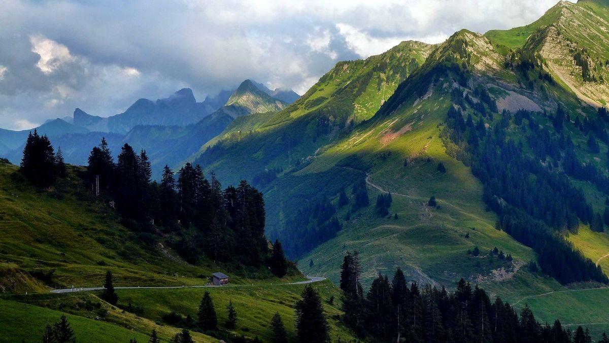 Zitterklapfen und Zafernhorn links, rechts Kleines Damülser Horn vom Furkajoch - Ostrampe des Passes im Bregenzerwald