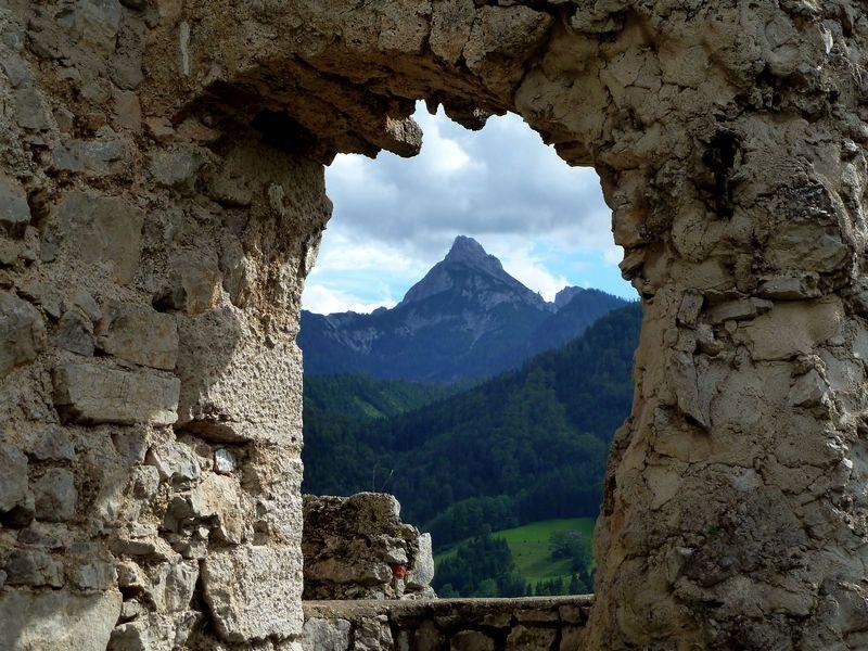 Blick zu einem Gipfel der Haller Mauern