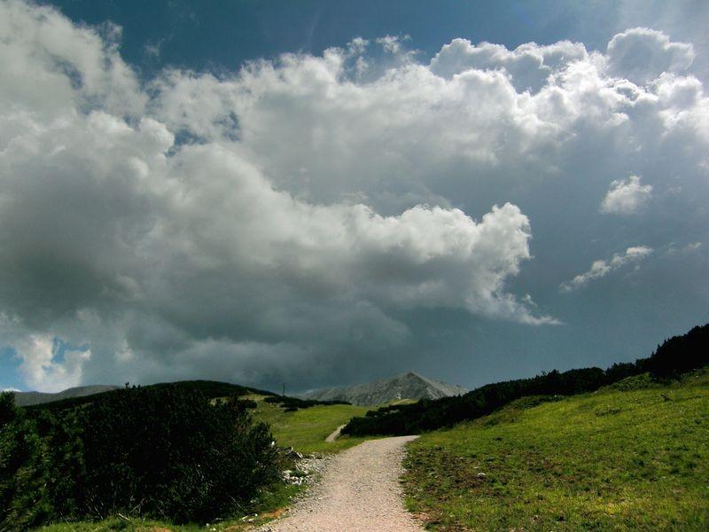 Aufziehendes Gewitter über dem Warscheneckkamm. Einsetzender Donner-