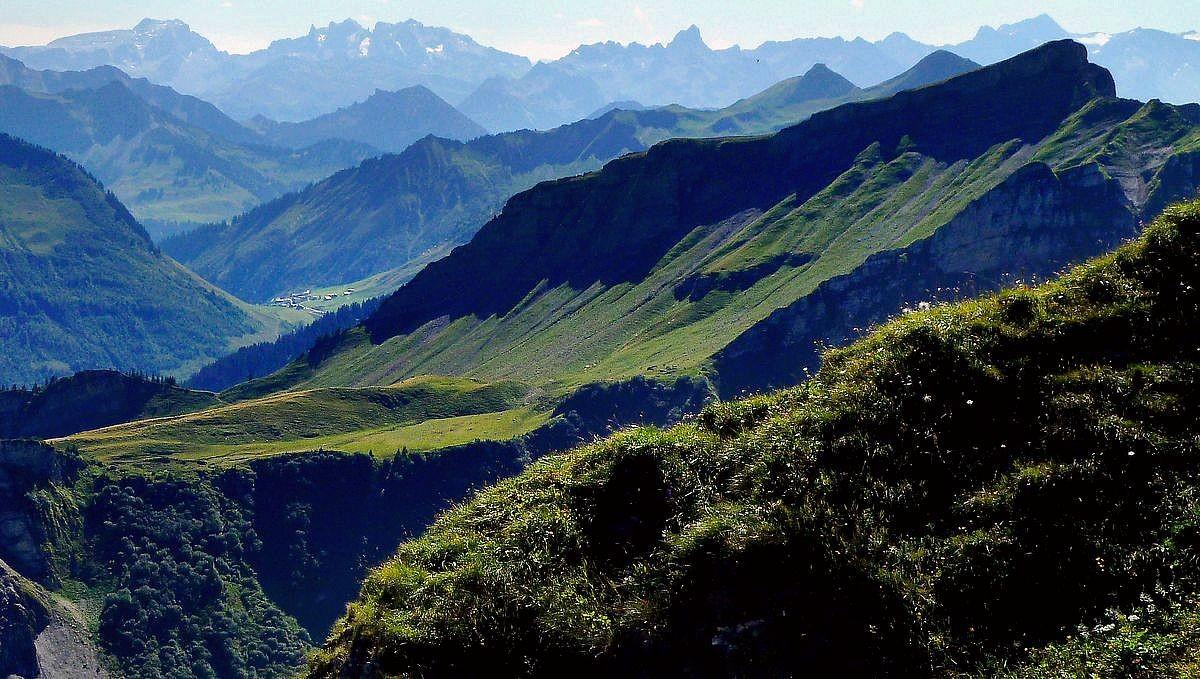 Blick von der Holenke über das Faschinajoch zu den Bergen des Rätikons mit Drei Türme, Zimba und Schesaplana