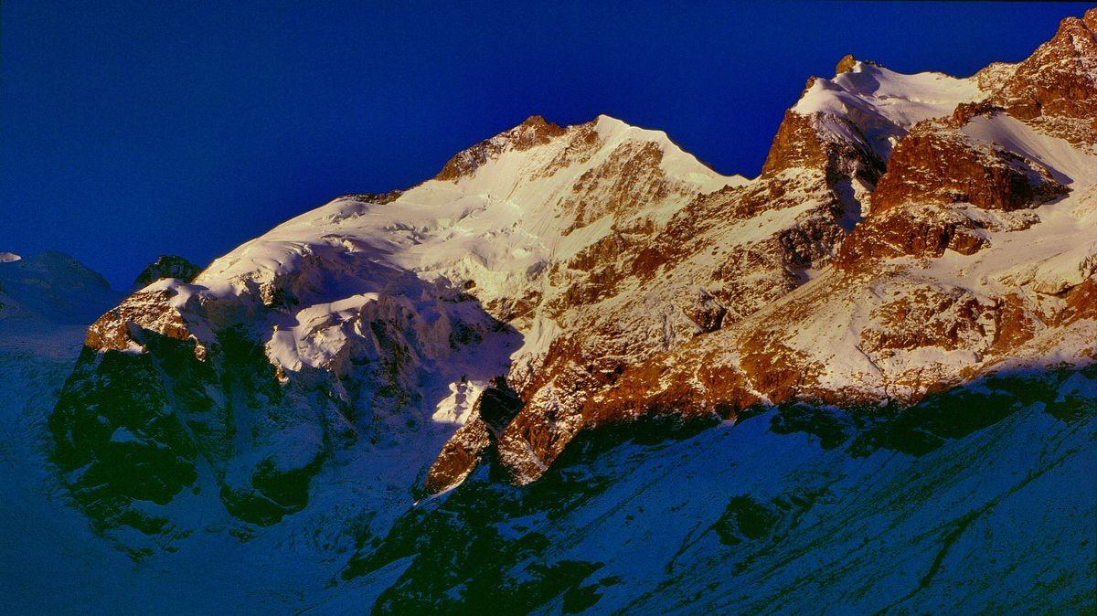 Piz Bernina und Piz Priesluv vom Weg unterhalb der Bovalhütte