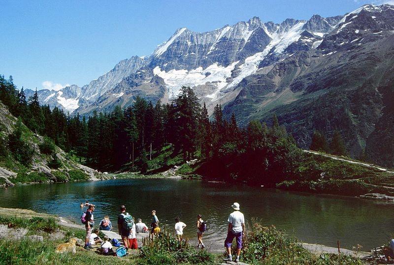 Rast am Schwarzsee mit Blick zum Lötschentaler Breithorn