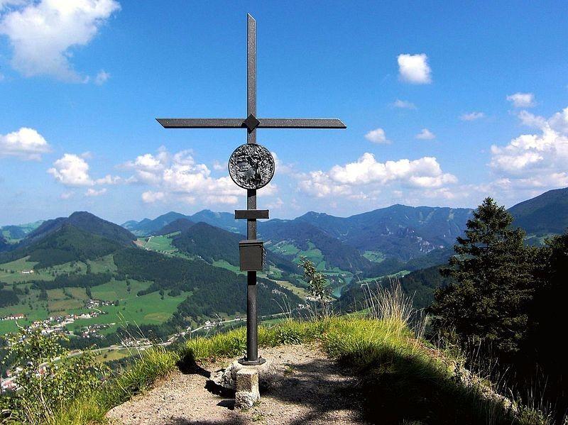 Das von der Naturfreunde-Ortsgruppe Großraming gestiftete Gipfelkreuz