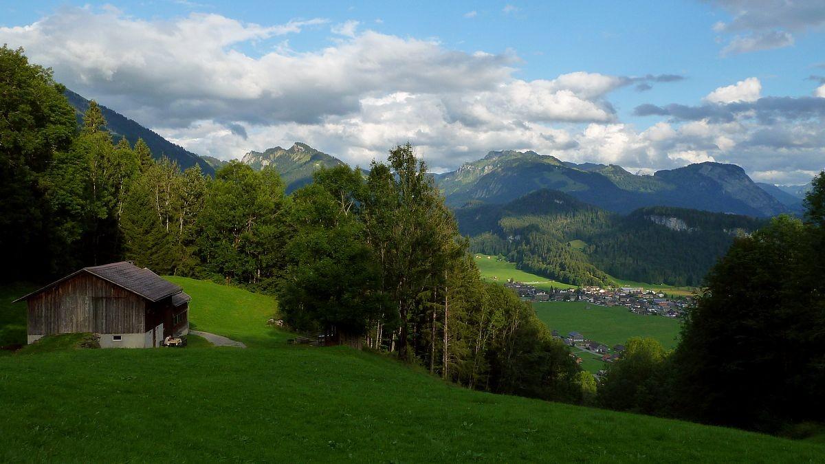 Alpe Heugut. Blick auf Bezau und Hirschberg