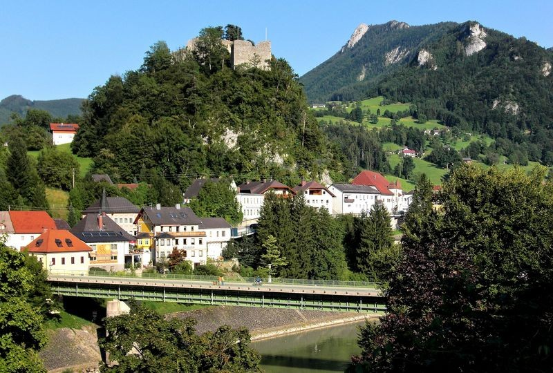 Losenstein mit Burg und Schieferstein - Ausgangspunkt für die Fahrt ins Skigebiet Hohe Dirn