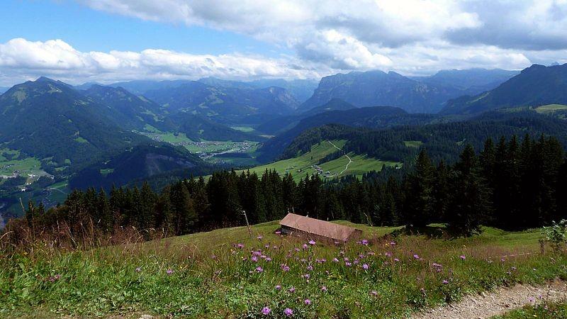 Blick vom Hochälpelekopf Richtung Bezau und Kanisfluh