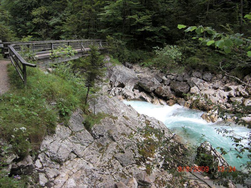 Steg über die Steyr oberhalb des Stromboding-Wasserfalls