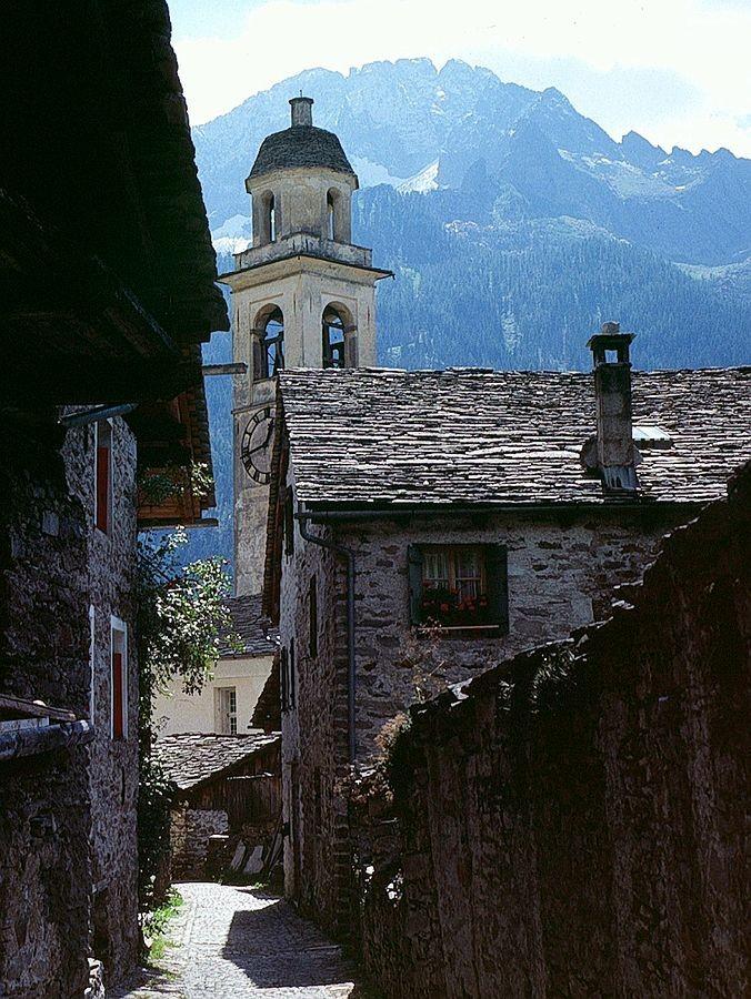Foto von 1985: Der Campagnile der Kirche von Soglio