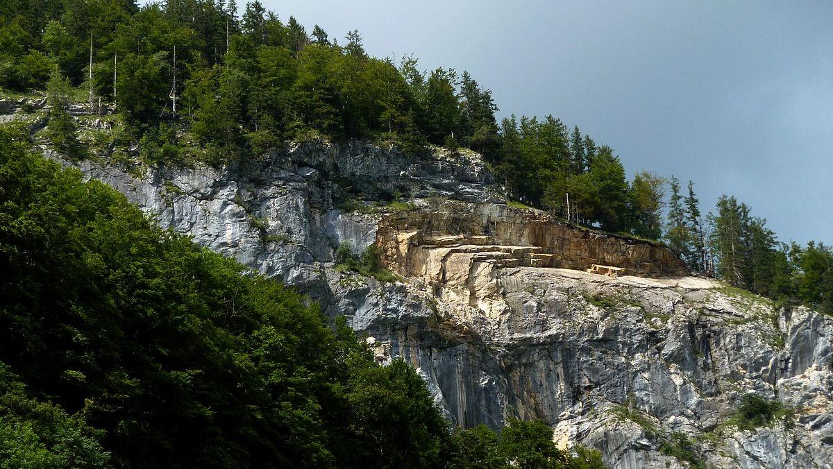 Abbruchzone im Bergsturzgebiet am Dürrenberg