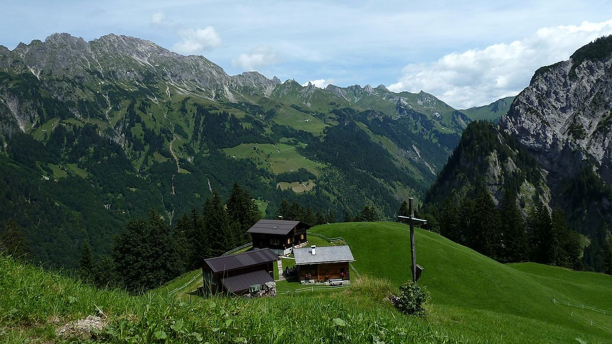 Alpsiedlung Hintersteinbild gegen Zitterklapfengruppe