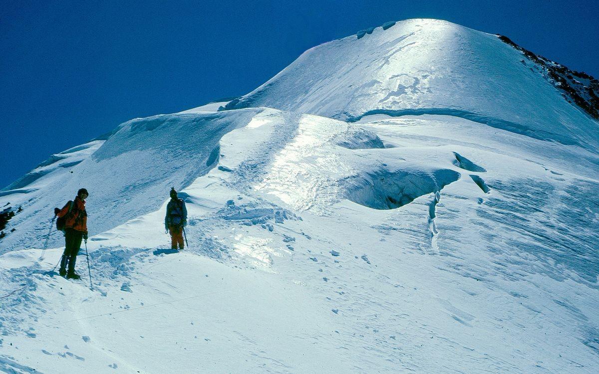 Fotohalt beim Abstieg vom Piz Morteratsch links oberhalb der Fuorcla Boval