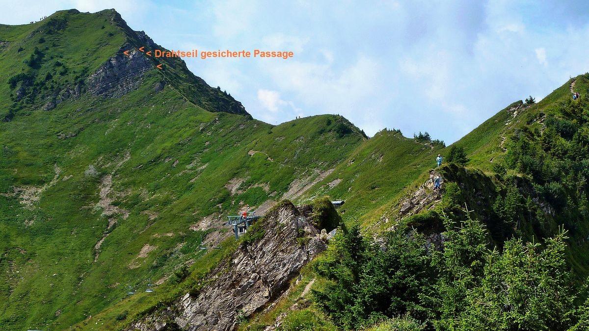 Die Drahtseil gesicherte Steilpassage am rechten Gratrücken zum Glatthorn