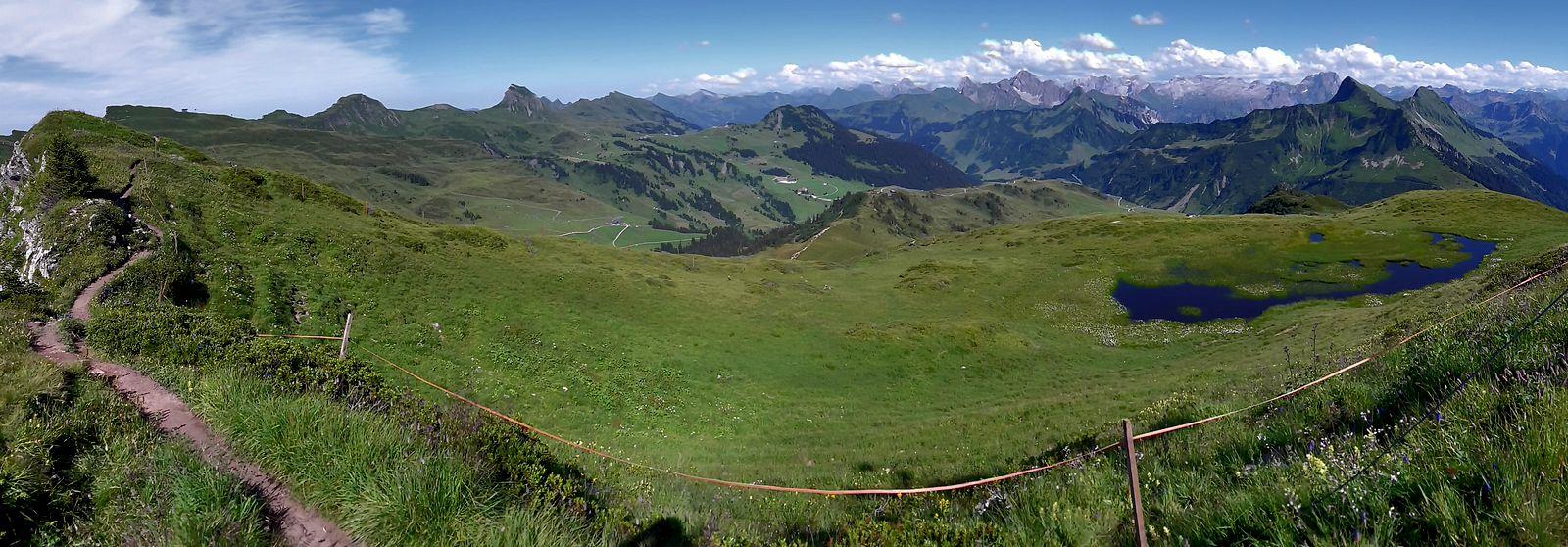 Panorma vom Gipfel des Portlahorns: Ragazer Blanken bis Damülser Glatthorn/Türtschhorn