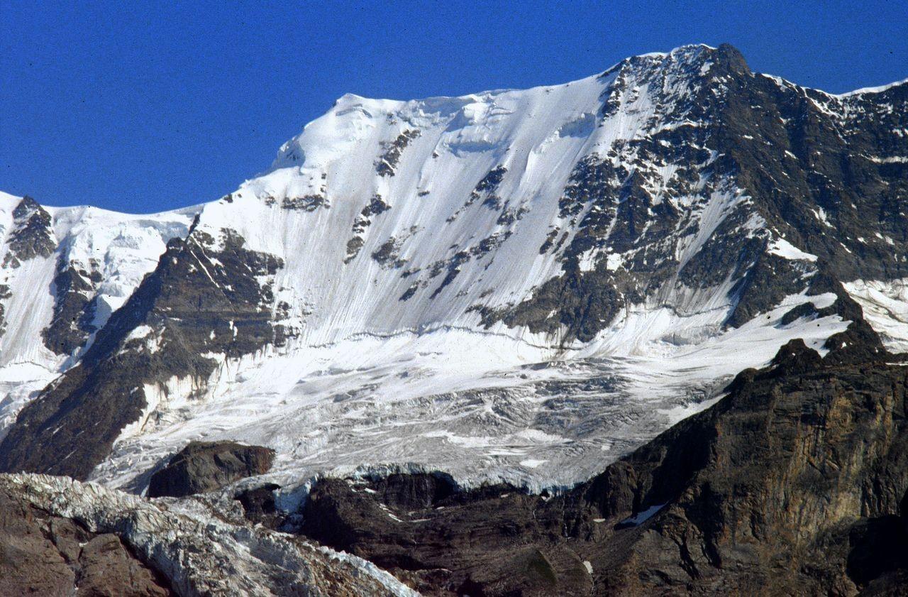 Die Eiswand der Ebnefluh vor 22 Jahren. Sie dürfte inzwischen stärker ausgeapert sein.