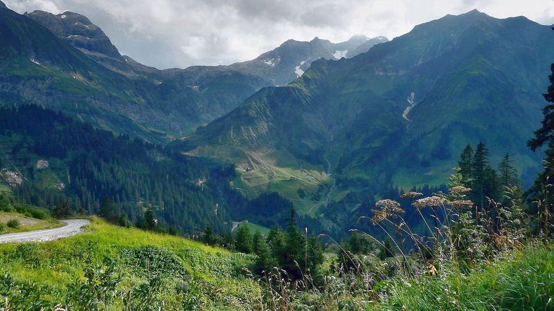 Blick auf das Gebiet von Mohnenfluh, Braunarlspitze und Hochberg bei Schröcken